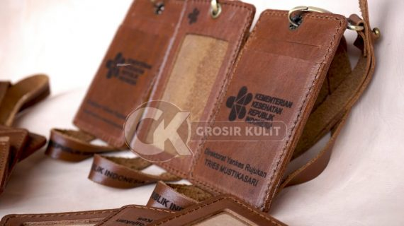 Grosir ID Card Kulit Karyawan Tersedia Logo Kemenkes RI