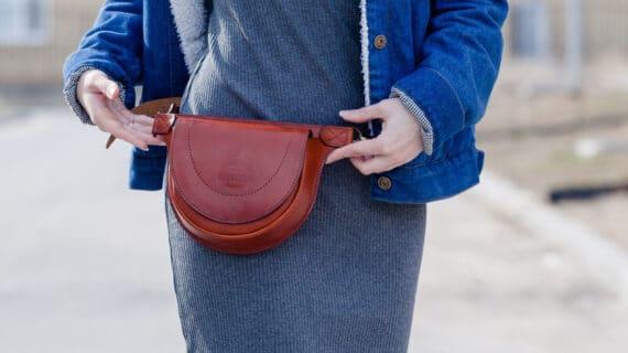5 Alasan Memilih Model Tas Pinggang Wanita
