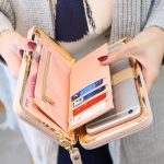 Brand Pouch Bag Wanita dengan Kualitas Baik